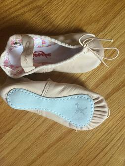 New Capezio childens ballet slippers size 6.5 M or 9 W or 8